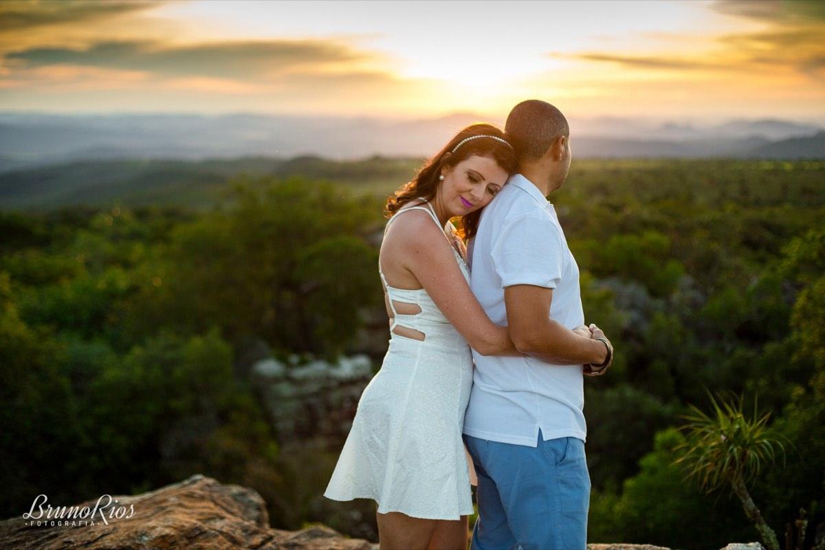 ensaio casal pirenópolis prévia romântica e-session por do sol