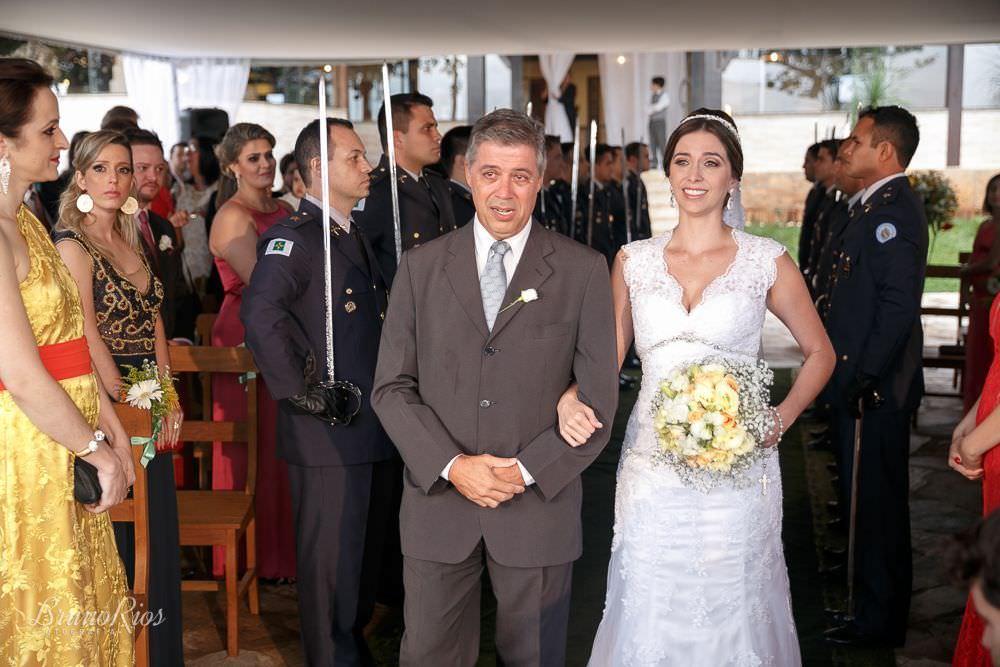entrada da noiva - casamento gabriela e andre no farol do cerrado - fotografia de casamento em brasilia - bruno rios fotografia - brunoriosfotografia