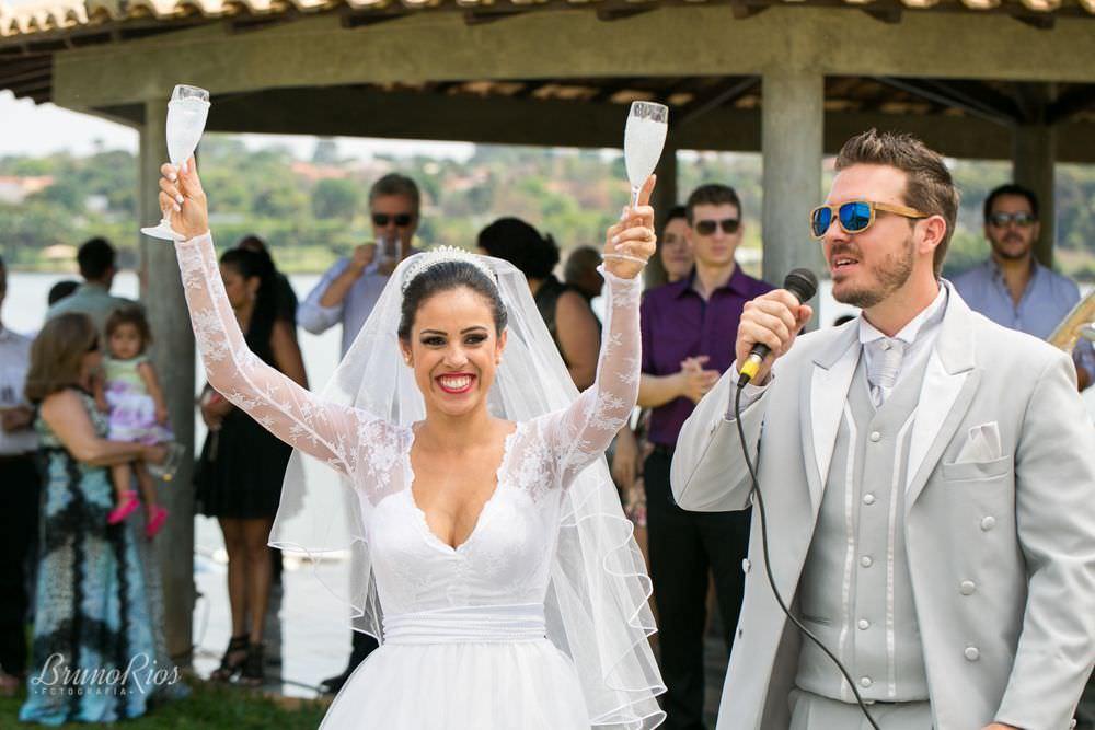 brinde - casamento da catarina e vitor - igreja nossa senhora do lago brasília - fotografia de casamentos em brasília - fotógrafo de casamentos - bruno rios fotografia - brunoriosfotografia